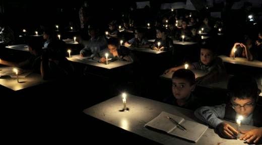 """Gaza, si intensificano gli attacchi israeliani: colpita l'unica centrale elettrica. Mogherini: """"Cessare il fuoco"""""""