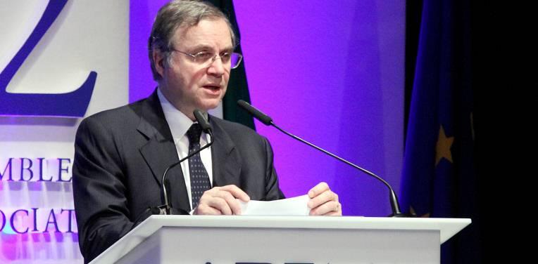 """Bankitalia, Visco alla platea dell'Abi: """"Le misure della Bce porteranno l'1% di pil. 200 miliardi di liquidità per le banche italiane"""""""
