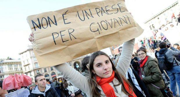 Disoccupazione giovanile in continuo aumento, ad agosto sale al 44,2 %. In un anno l'Italia ha perso 88mila occupati sotto i 25 anni