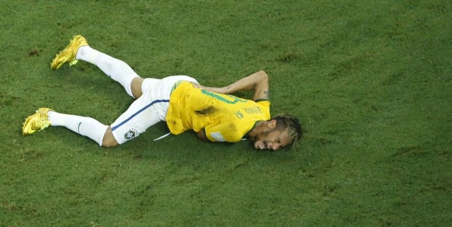 """Mondiali 2014, Neymar sul suo infortunio: """"Due centimetri più su e ora sarei paralizzato"""""""