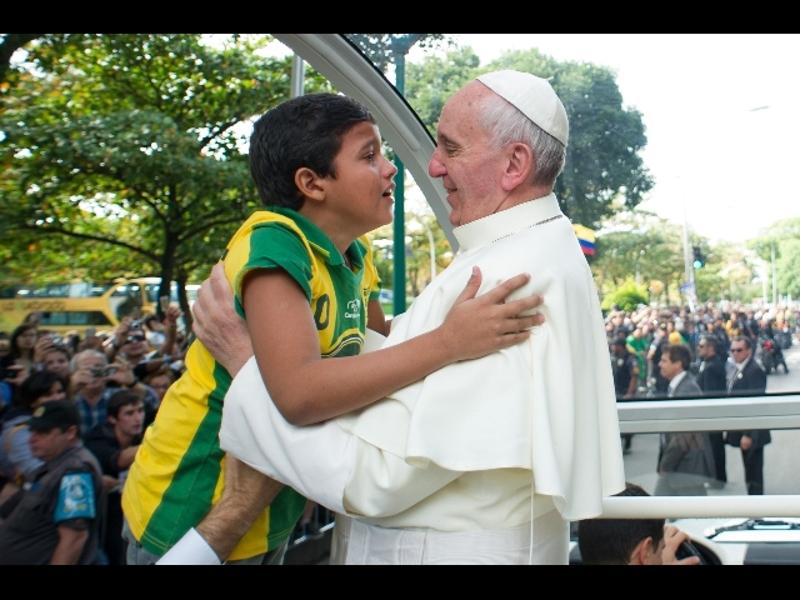 """Pedofilia, Francesco incontra le vittime di abusi sessuali da parte dei preti. """"Chiedo perdono, abusi e suicidi sono sulla coscienza della Chiesa"""""""
