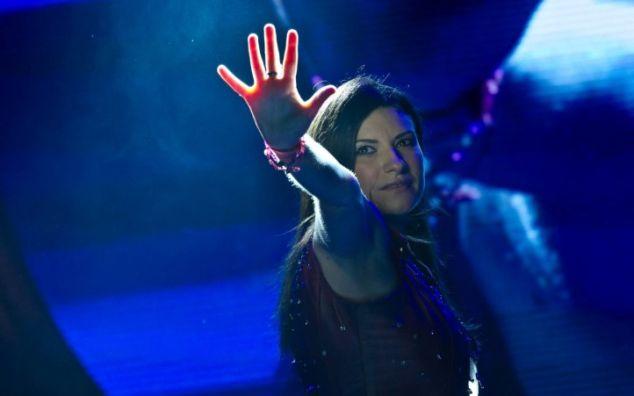 Incidente hot per Laura Pausini, per un attimo resta nuda durante un concerto