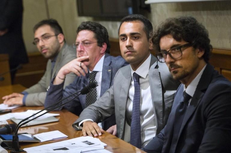 """Riforme, nuovo incontro tra Pd e M5S. Renzi: """"Non sarò presente al tavolo"""""""