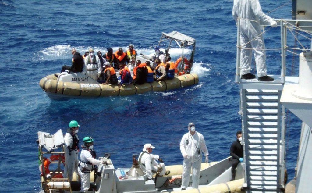 Strage di immigrati, 45 morti trovati sul peschereccio rimorchiato a Pozzallo. Sull'episodio indaga la polizia