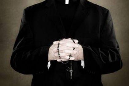 Milano, parroco accusato di spaccio di cocaina, arrestato durante un droga-party