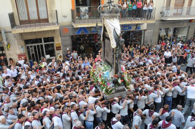 """Reggio, Madonna si """"inchina"""" davanti al potente boss locale. I carabinieri lasciano la processione e filmano tutto. Aperta un'inchiesta"""