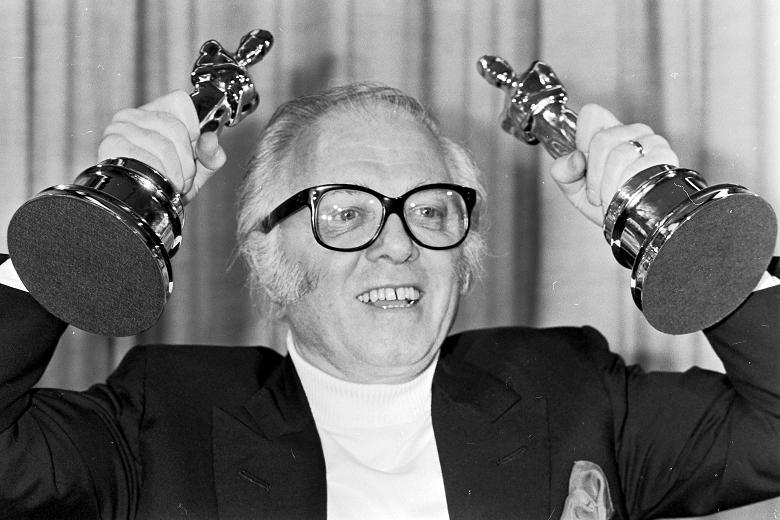 """Addio a Richard Attenborough. Il nonno di Jurassic Park e Premio Oscar con """"Gandhi"""""""