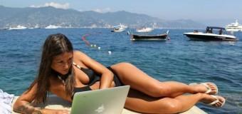 Tablets, smartphone, computer in vacanza sempre connessi. Gossip, Ebola e traffico al primo posto nelle ricerche su Google