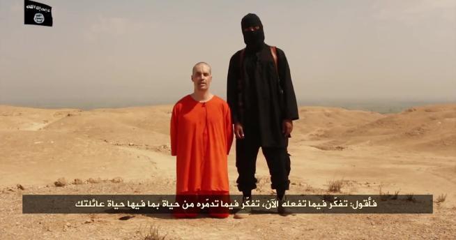 """Orrore in Iraq, jihadisti dell'Isil decapitano in diretta un reporter Usa: """"Una vendetta per i raid degli Stati Uniti"""""""