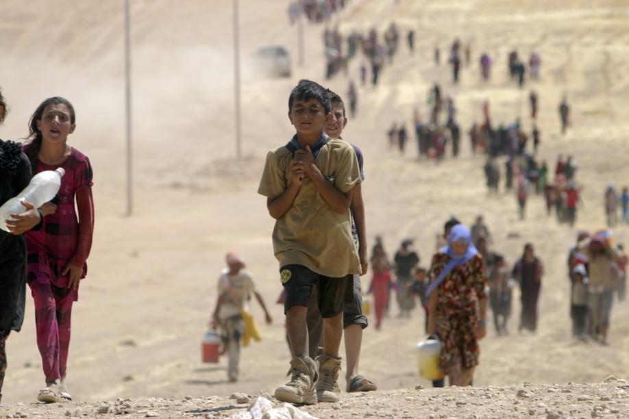 """Iraq, rapiti 100 tra donne e bambini yazidi. Isis: """"Li convertiremo all'Islam"""" Obama manda marines per aiutare i profughi a evacuare"""