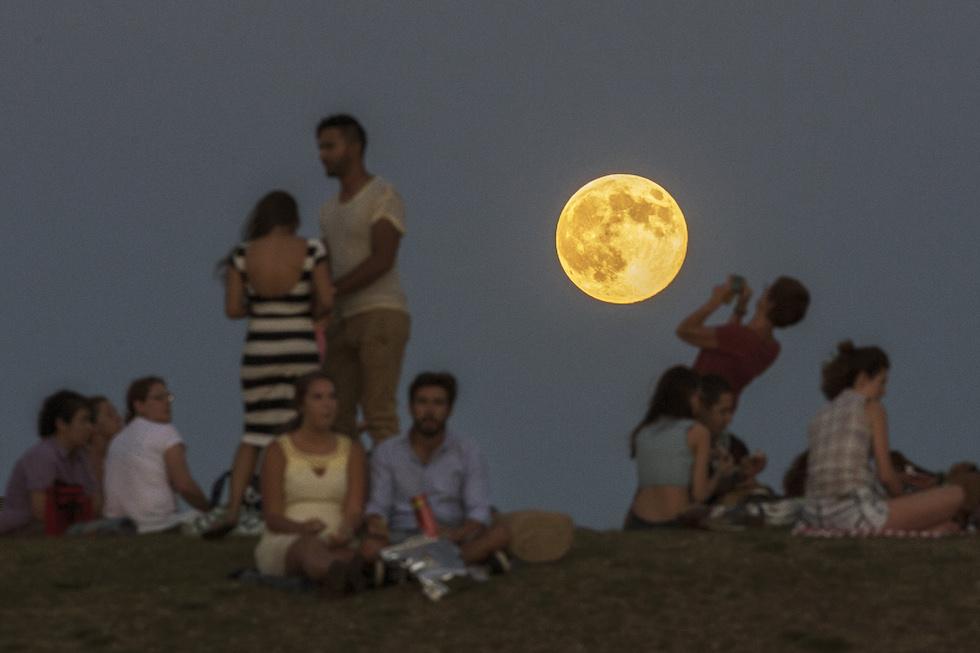 San Lorenzo, la Superluna ruba la scena alle stelle cadenti