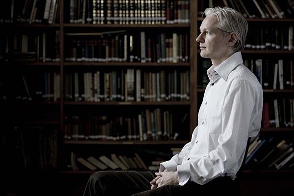 """Assange getta la spugna: """"Sono pronto a consegnarmi. Ho seri problemi cardiaci"""""""