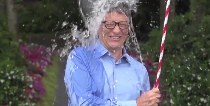 Sla, da Bill Gates a Balotelli tutti pazzi per la doccia ghiacciata. Ferro 'nomina' Berlusconi e Grillo. Venerdì tocca a Renzi