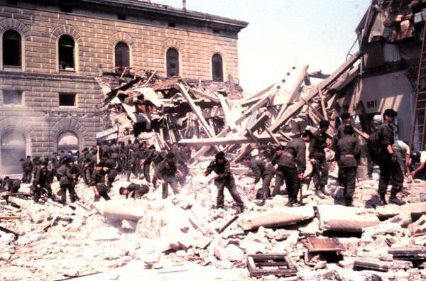 """2 agosto strage di Bologna, il ministro Poletti incontra le famiglie delle vittime 34 anni dopo. """"Il governo non dimentica ora il risarcimento"""""""