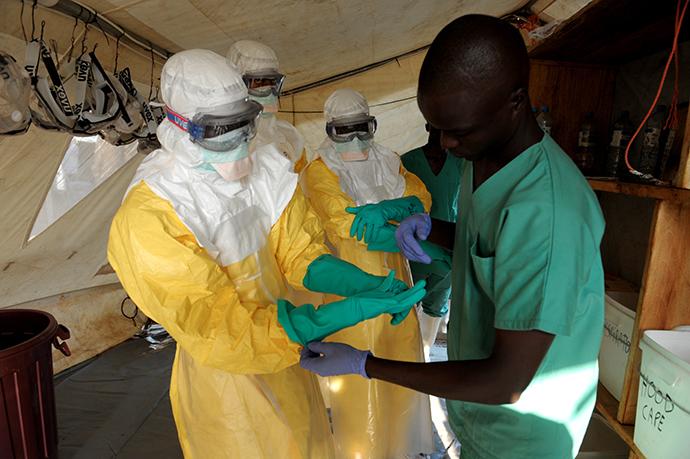 L'Ebola terrorizza l'Africa: 1603 casi accertati, 887 i decessi. La Banca Mondiale stanzia 200 milioni di dollari di fondi