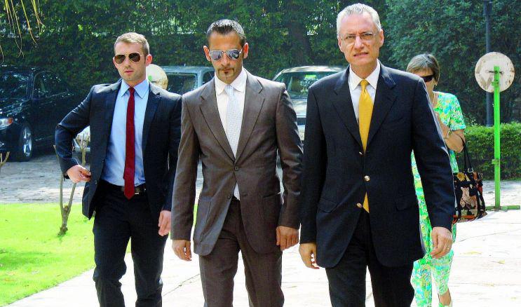 India, i marò Latorre e Girone fanno il bucato, l'ambasciatore italiano chiede 400 euro alla Farnesina per danni al recinto