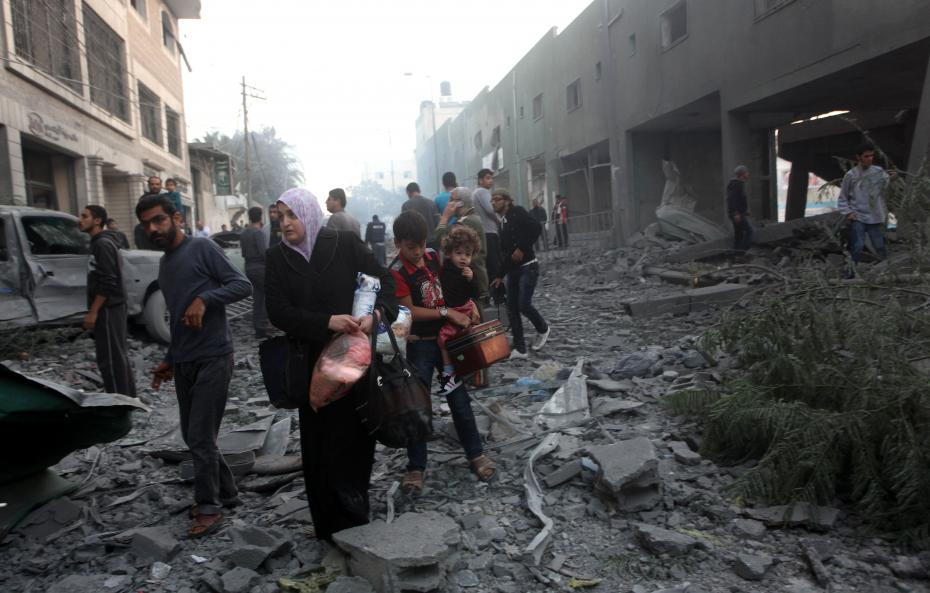 Striscia di Gaza, scaduta la tregua. Israele riprende i raid aerei. Migliaia di persone in fuga