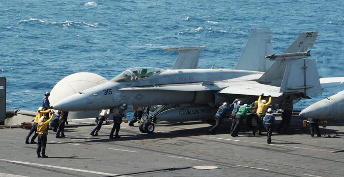 """Siria, gli Usa effettuano i primi voli di ricognizione. Walid al-Muallim: """"Damasco è pronta a collaborare con l'Occidente"""""""