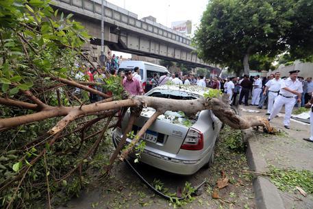 Cairo, esplode bomba in centro: due morti. Uno era un testimone dell'accusa nel processo contro Mohamed Morsi