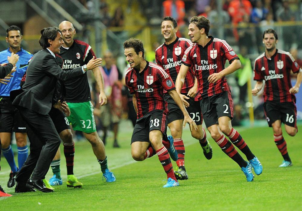 """Calcio, magnate thailandese offre 1 miliardo di euro per acquistare il Milan. Berlusconi: """"La Fininvest ribadisce di non essere interessata alla cessione di quote di maggioranza dell'AC Milan"""""""