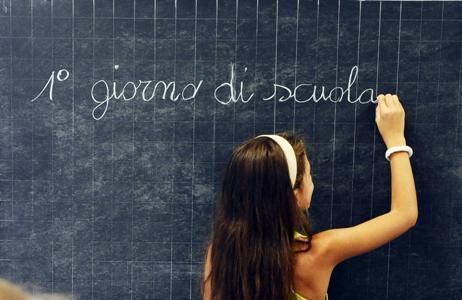 Riapertura delle scuole, ogni famiglia spenderà in media 840 euro per studente