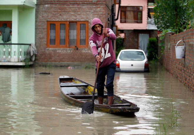 Kashmir, piogge e inondazioni provocano oltre 100 morti