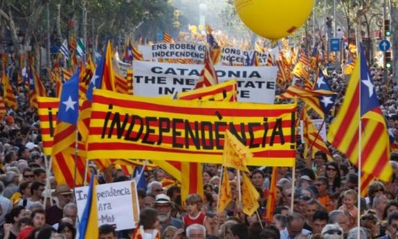 La Catalogna sfida Madrid, il 9 novembre si voterà per l'indipendenza. Il Governo centrale spagnolo impugnerà la decisione