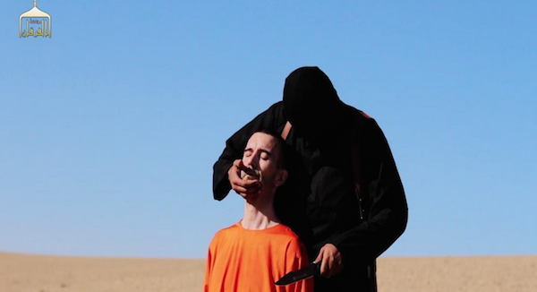 Orrore senza fine, il boia John taglia la testa al terzo ostaggio: il cooperante inglese David Haines. Usa e Gb: fermeremo i mostri dell'Is