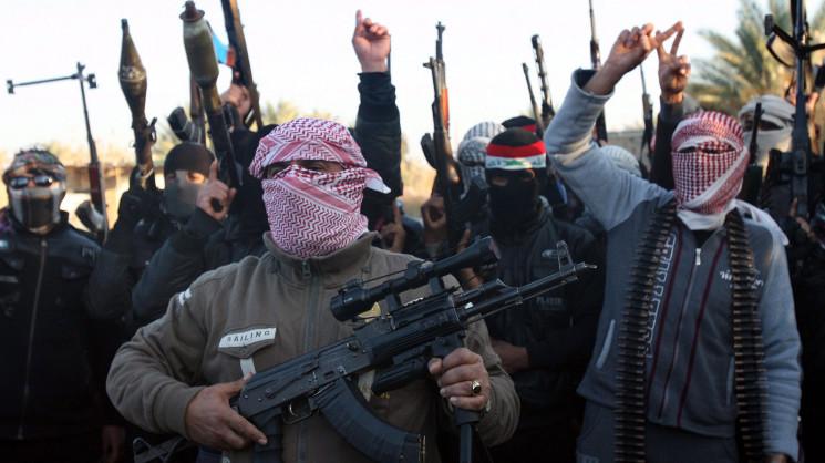 """Terrorismo, l'Isis fa appello ai suoi militanti: """"Uccidete i miscredenti"""". 130mila siriani di etnia curda si sono rifugiati in Turchia: è emergenza"""