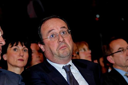 Francia, Hollande è il presidente più impopolare della storia: dopo la pubblicazione del libro della ex scende al 13%