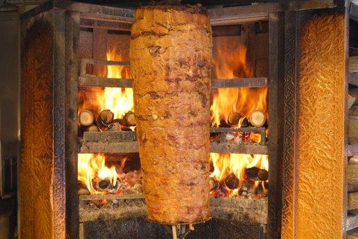 Allarme kebab a Londra, si teme l'utilizzo di carne di cane, gatto, o topo