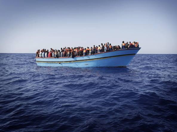 Tragedia del mare sulle coste libiche, affonda barcone con 250 migranti, salve solo 26 persone