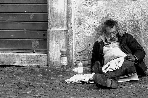 """Bologna, introdotta tassa sui clochard: pagheranno un euro a notte. L'assessorato al welfare: """"Una scelta simbolica ed educativa"""""""