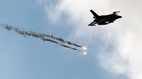 Siria, raid americani contro l'Is, oltre venti i morti. Bombardate anche cellule affiliate ad al-Qaeda