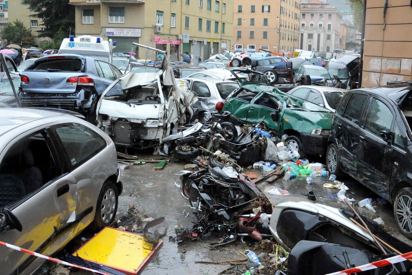 Alluvione di Genova, ancora una notte di paura. Inviato anche l'Esercito per dare una mano