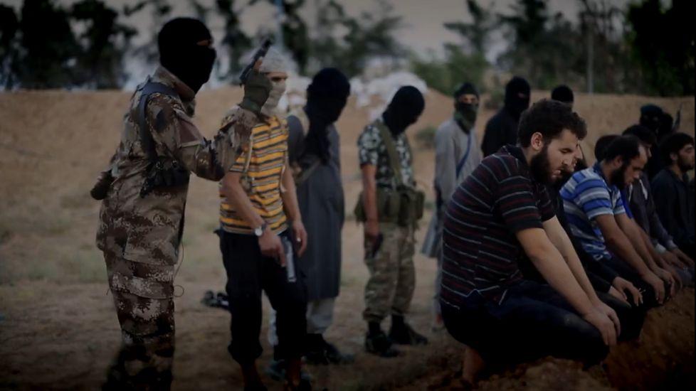 """Siria, continua la ferocia dell'Isis: decapitate tre donne e un uomo. Il Vaticano si appella all'Onu: """"Giusto uso 'proporzionato' della forza"""""""