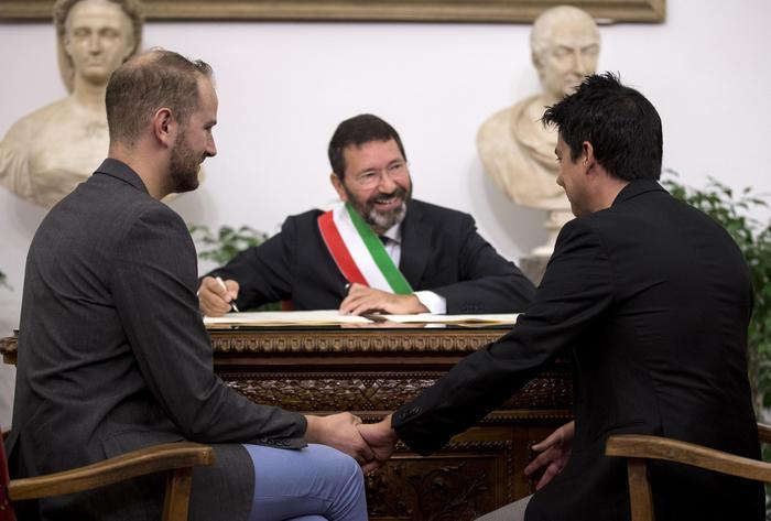 """Unioni civili, il Prefetto di Roma contro il sindaco Marino: """"Le 16 trascrizioni vanno annullate"""""""