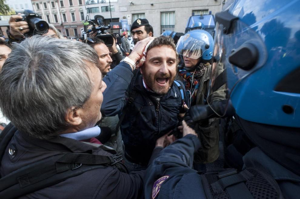 """Roma, tre feriti durante il corteo degli operai delle Acciaierie Terni-Ast. Landini:""""Hanno caricato senza motivo"""""""