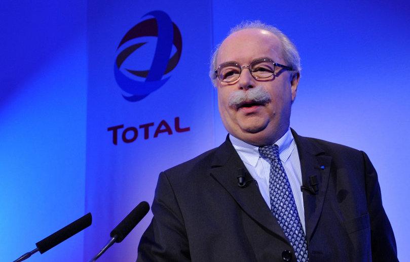 Mosca, Il presidente della Total, de Margerie, ucciso in un incidente aereo. Il suo jet privato finito contro uno spazzaneve; l'autista era ubriaco