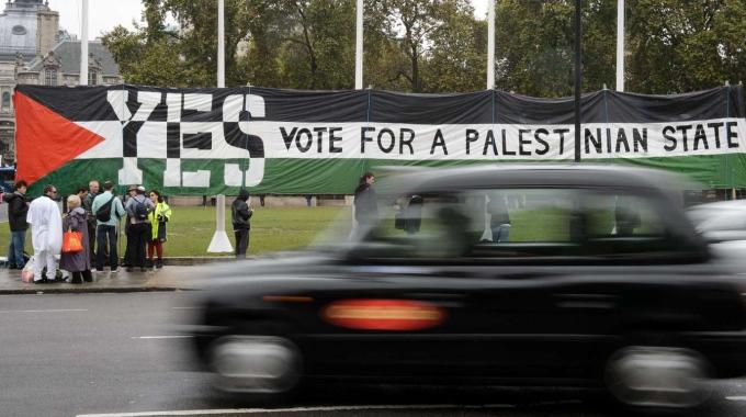 """Londra: sì del Parlamento allo Stato Palestina. Il ministro degli Esteri israeliano: """"Mina le chance di raggiungere la pace"""""""