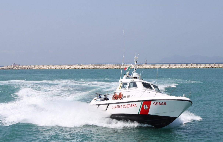 Marettimo: naufragio di migranti. Cinquantacinque persone sono riuscite a restare a galla aggrappandosi agli scogli