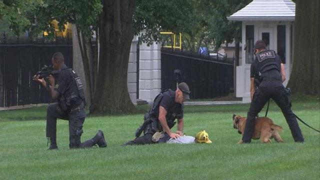 Sicurezza alla Casa Bianca, dopo appena un mese un'altra persona salta il cancello indisturbato