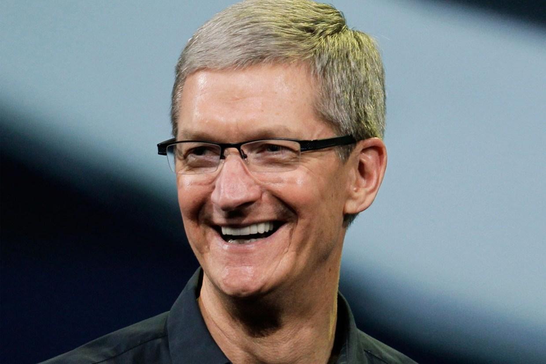 """Tim Cook, numero 1 di Apple, fa outing: """"Considero la mia omosessualità tra i più grandi doni che Dio mi ha dato"""""""