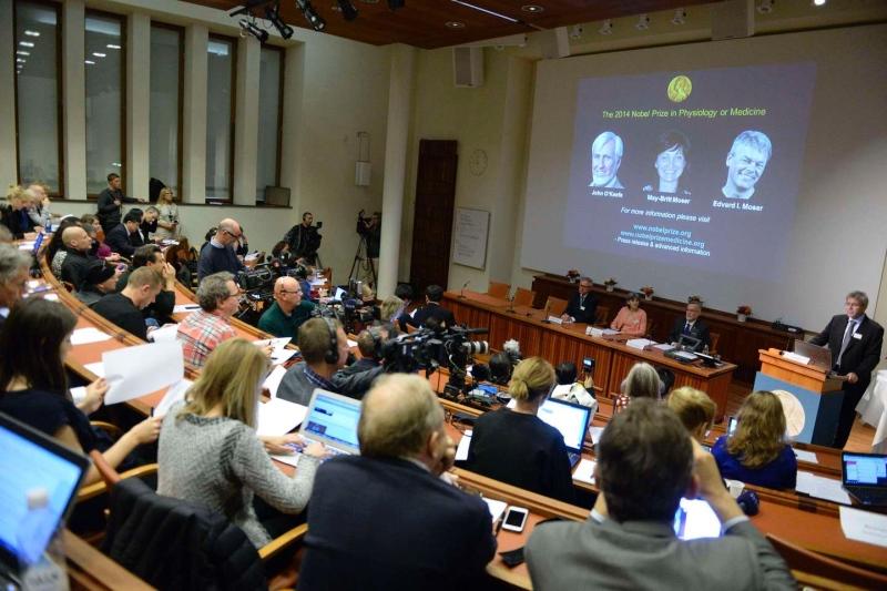 Nobel per la Medicina a Edvard e May-Britt Moser e John O'Keefe, premiati per la scoperta del 'Gps' del cervello