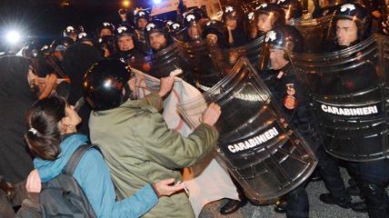 Torino, guerriglia ai mercati generali: ambulante muore per infarto. Colto da malore dopo un diverbio con i manifestanti