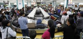 Licenziamenti Alitalia, l'accordo sindacale non regge: sciopero bianco del personale di terra, caos per i bagagli