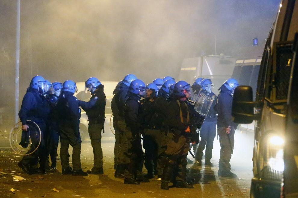 Roma, guerriglia contro gli immigrati di Tor Sapienza, si indaga su infiltrati di estrema destra