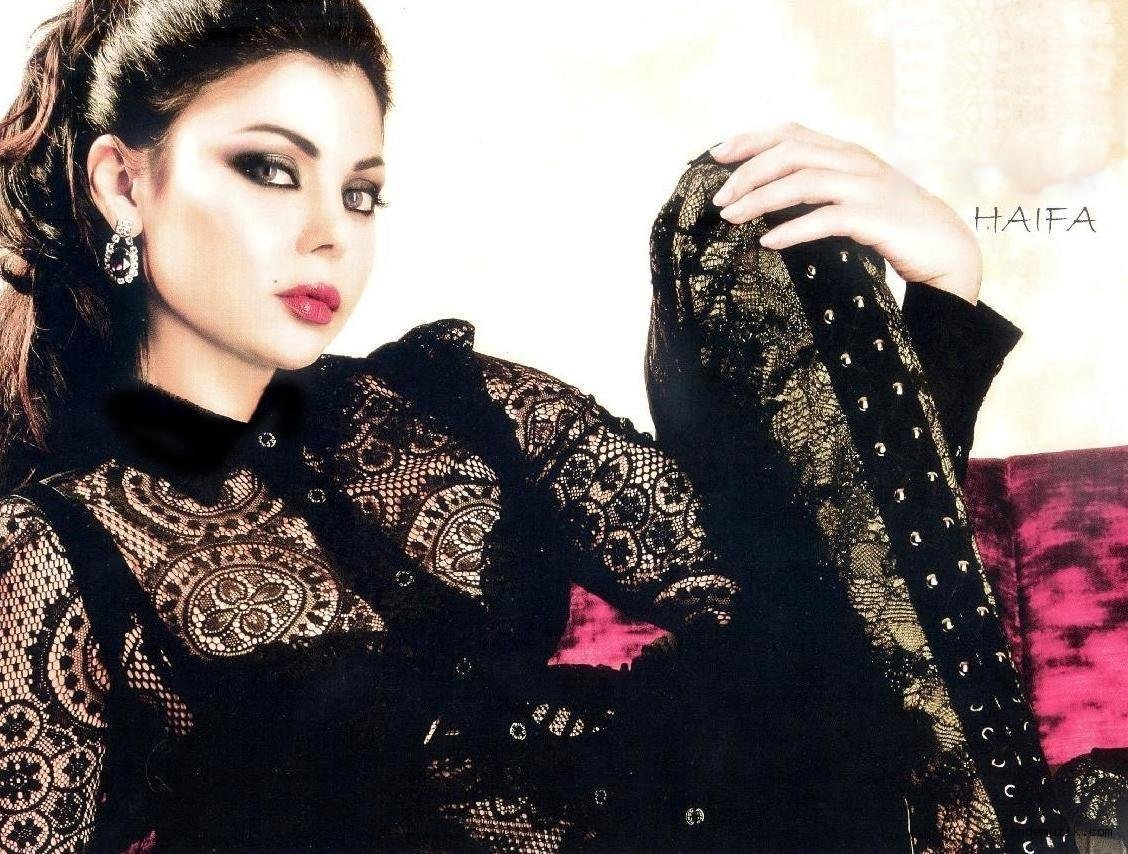 Libano, il mini abito della popstar Haifa Wehbe, scandalizza l'opinione pubblica: dure le proteste sui social network