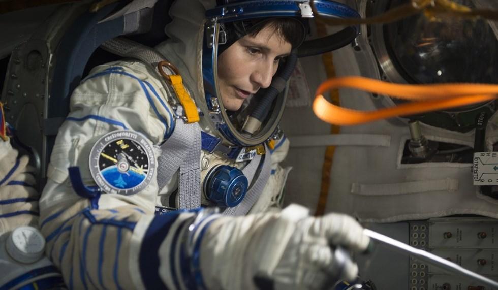 """Operazione Futura, Samantha Cristoforetti è la prima donna italiana nello spazio: """"E' molto meglio di come me lo sognavo"""""""