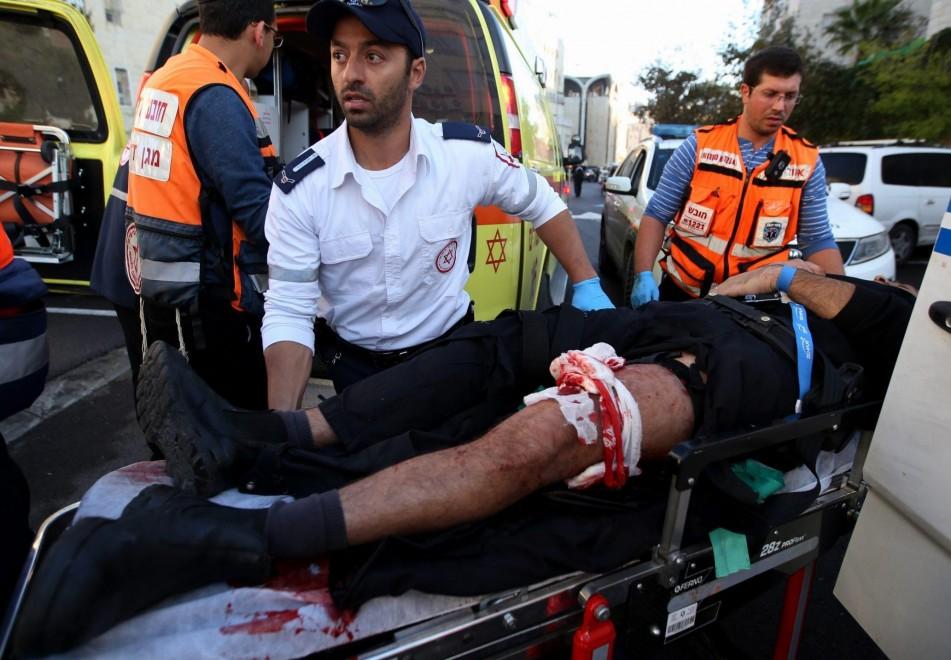 Hamas rivendica l'attacco alla Sinagoga di Gerusalemme, quattro israeliani morti e otto feriti a colpi d'ascia e coltelli